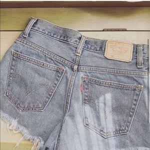 Medium wash Levi shorts